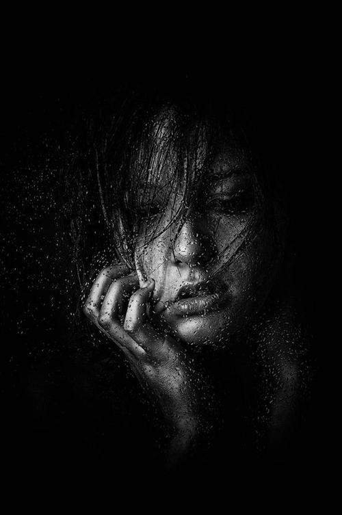 خلفية سوداء سادة صور سوداء للكتابة عليها تصميمات عيون الرومانسية