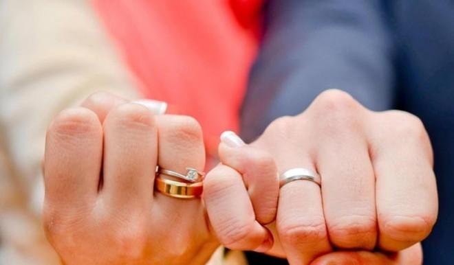 صور حلمت اني تزوجت وانا عزباء , تفسير منام الزواج للعزباء