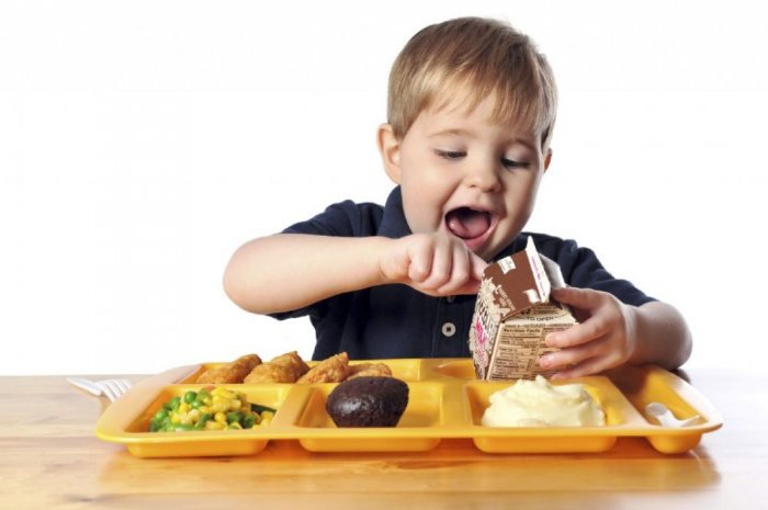 صورة طعام الاطفال , الاكلات المفيده للطفل في سنواته الاولي