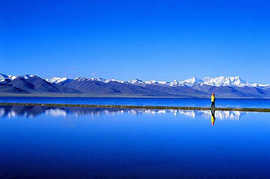 صورة اكبر بحيرة في العالم , معلومات رائعه عن اكبر بحيره