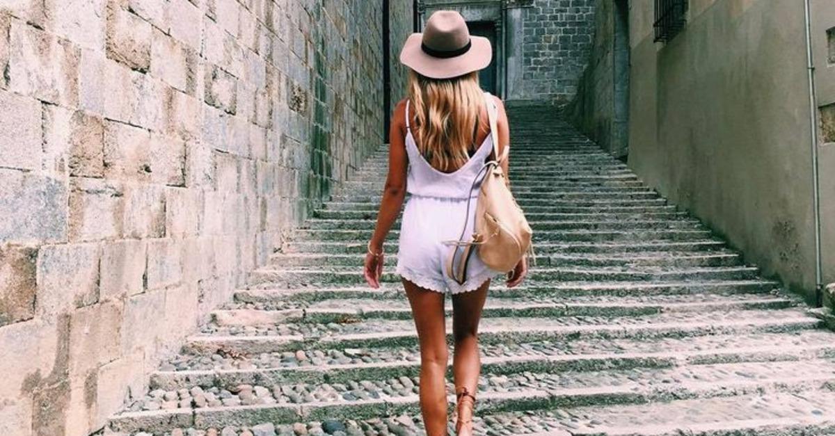 بالصور اتيكيت المشي للبنات بالصور , كيفيه مشي البنت في الخارج 5587 1