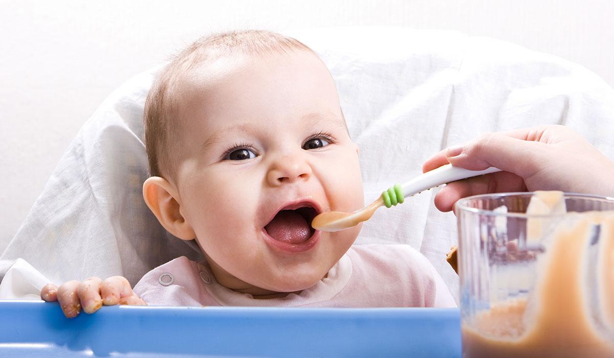 صوره تغذية الطفل , التغذية الصحيحه للطفل فى السنه الاولى