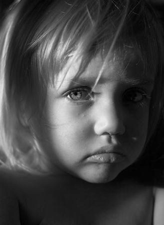 بالصور صور اطفال حزينه , صور طفلة حزينه مؤثره جدا 844 8