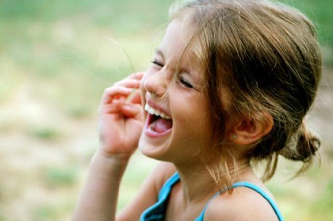 بالصور صور بنات بتضحك , اجمل صور دلع وضحك بنات صغيرة 1409 1