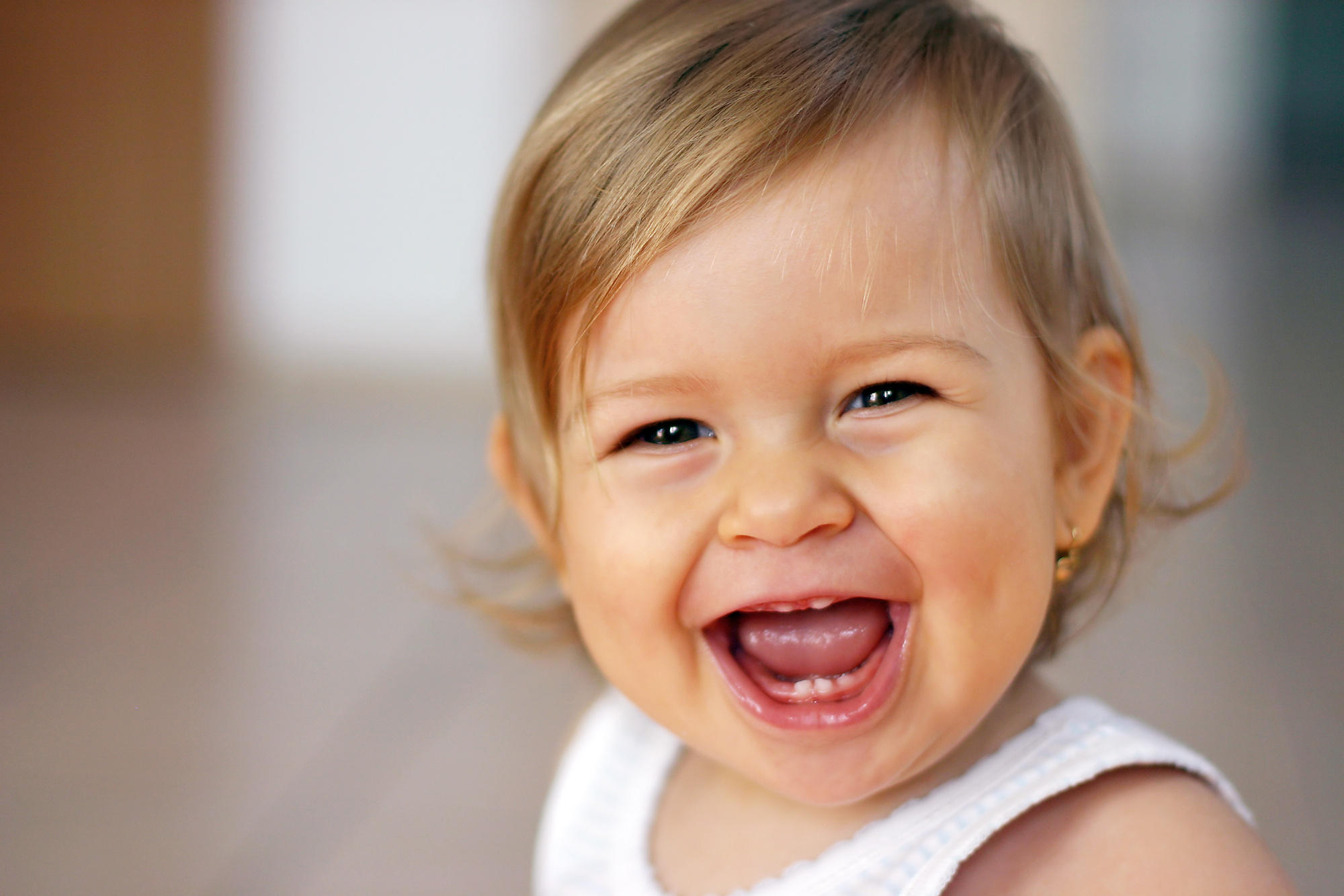 بالصور صور بنات بتضحك , اجمل صور دلع وضحك بنات صغيرة 1409
