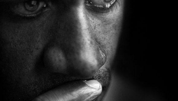 صور صور رجال حزينه , صور مؤثرة لرجال يمتلئون بالحزن