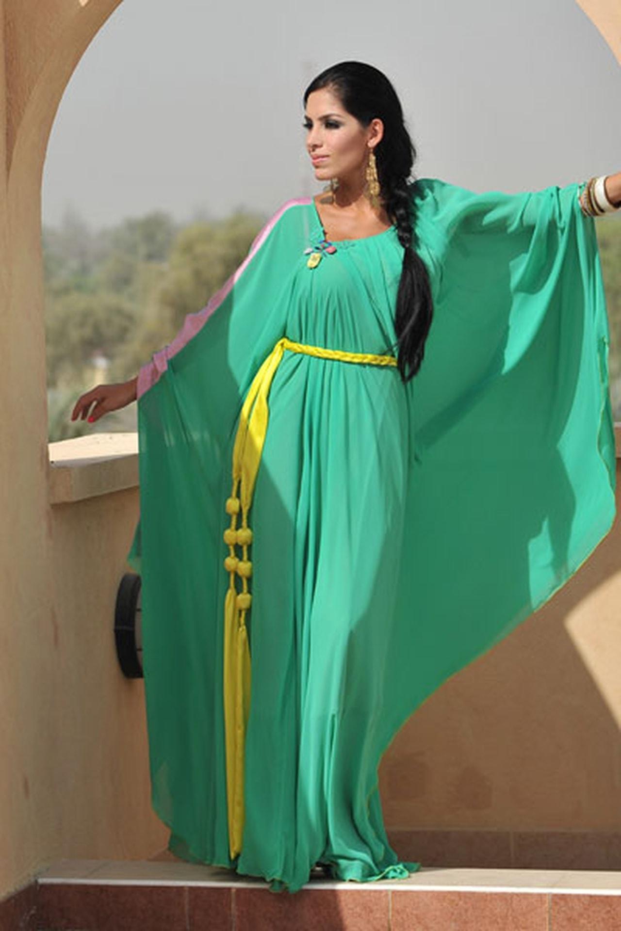 بالصور عبايات خروج ملونة مصرية , اجمل عبايات ملونة تحفة 3411 12