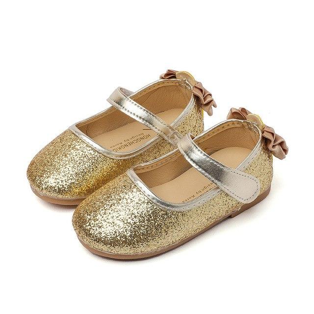 بالصور احذية اطفال بنات , كيف تختارين حذاء طفلك ليتناسب معه 6614 1