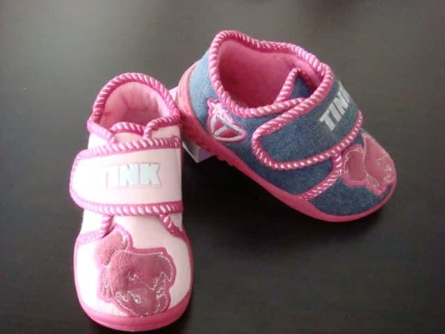 بالصور احذية اطفال بنات , كيف تختارين حذاء طفلك ليتناسب معه 6614 3