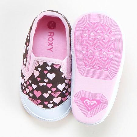 بالصور احذية اطفال بنات , كيف تختارين حذاء طفلك ليتناسب معه 6614 5