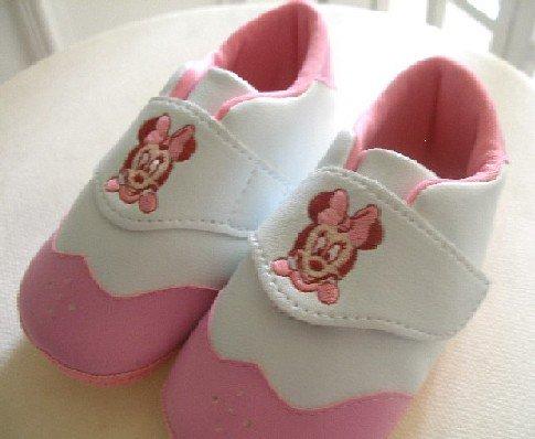 بالصور احذية اطفال بنات , كيف تختارين حذاء طفلك ليتناسب معه 6614 6