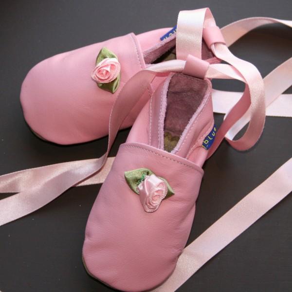 بالصور احذية اطفال بنات , كيف تختارين حذاء طفلك ليتناسب معه 6614 9
