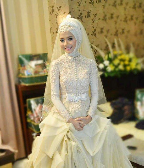 بالصور فساتين زفاف محجبات , ارقي فساتين ليلة العمر للعرائس المحجبات 2075 11