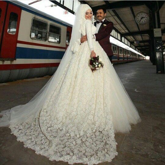 بالصور فساتين زفاف محجبات , ارقي فساتين ليلة العمر للعرائس المحجبات 2075 13