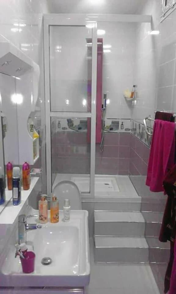 بالصور ديكورات حمامات صغيرة جدا وبسيطة , شاهد تصميمات تتميز بالبساطة للحمامات الضيقة 2467 21