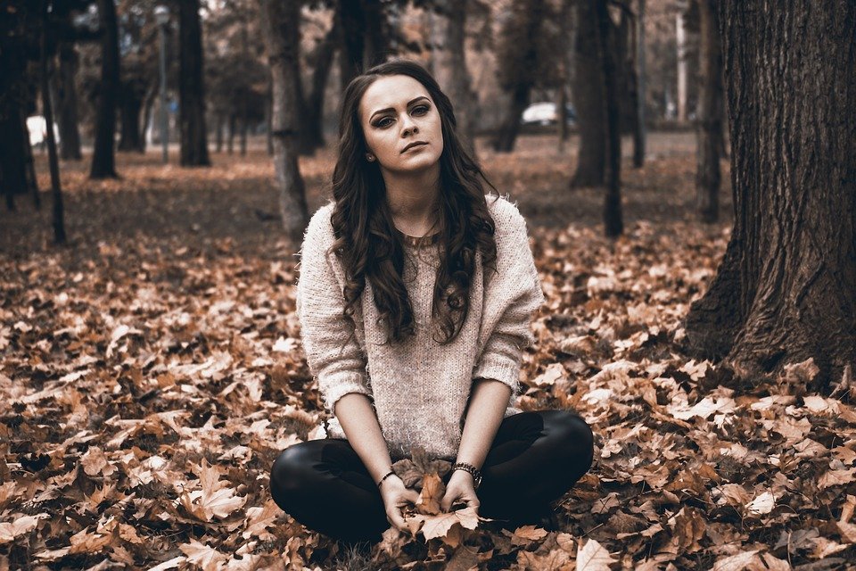 صور اجمل صور بنات حزينة , صورة بنت معبرة عن الحزن مؤثرة