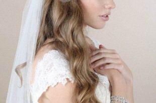 صور اجمل صور العرائس , العروسه التايلاندية تزين عنقها بالورود