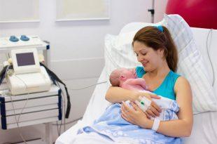 صورة هو كده انا هولد , اعراض الولادة