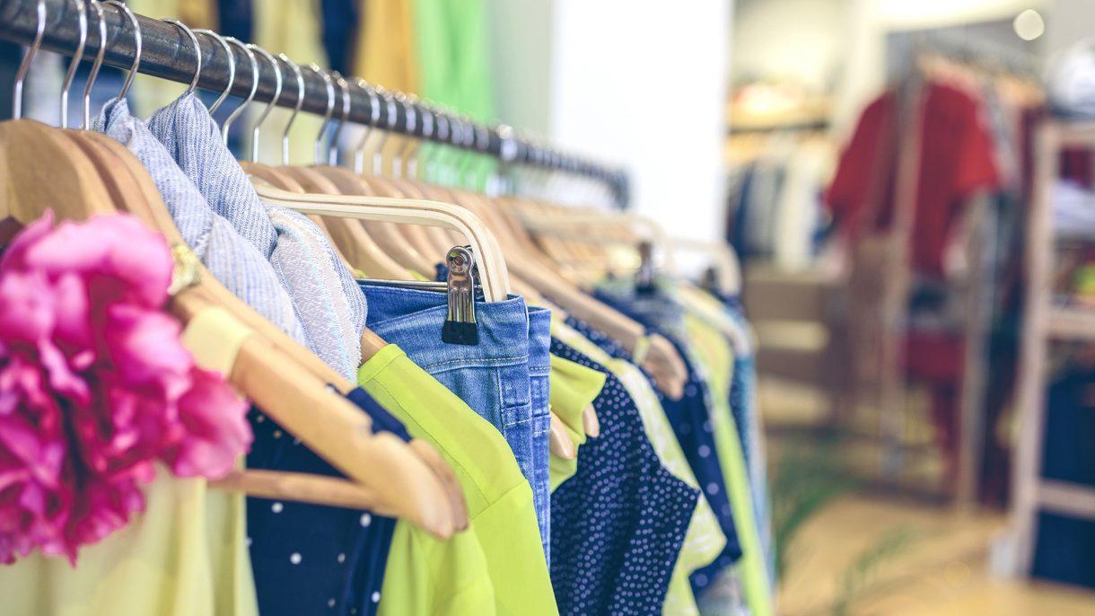 صورة تسوق ملابس ,اختار الملابس على الانترنت 1857 1
